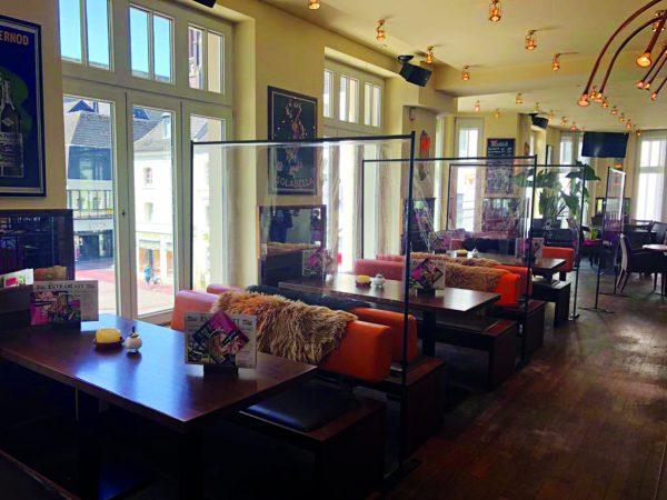 SKM-Care-Boden-Aufsteller-breite-Gaeste-Trennwaende-Restaurant-Cafe-Social-Distancing
