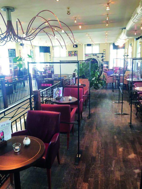 SKM-Care-Boden-Aufsteller-schmale-Gaeste-Trennwaende-Restaurant-Cafe-Social-Distancing