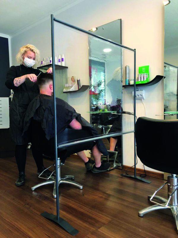SKM-Care-Friseur-Salon-Frisoer-Abstands-Schutzwand-Kundentrenner